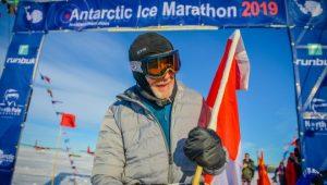 Roy Svenningsen A Sus 84 Anos Termina El Antarctic Ice Marathon 2019 660x375[1]