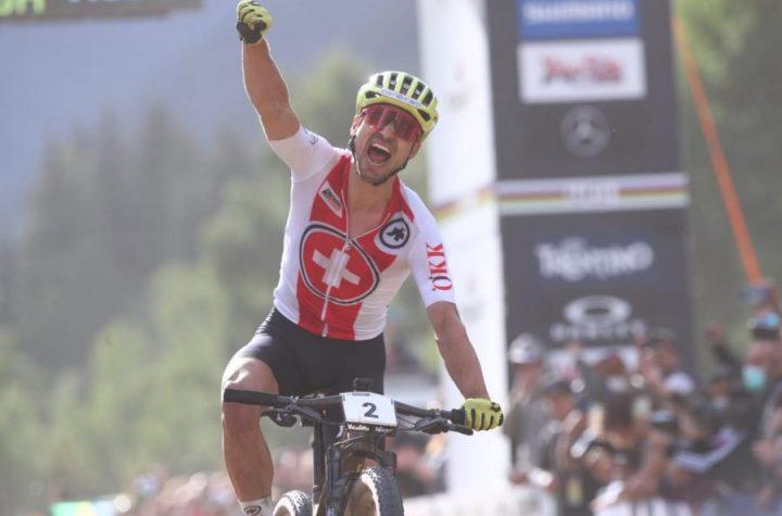 Nino Schurter vuelve a lo más alto ganando el mundial de Val di Sole