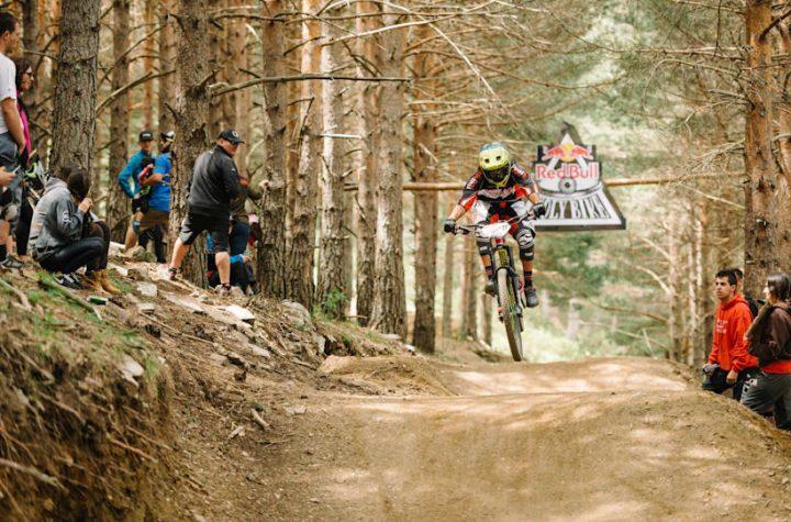 Vuelve el Red Bull Holy Bike al Bike Park de la Pinilla